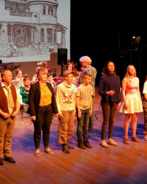 Uitvoering door orkesten, popbands én muziektheatervoorstelling 'Spinder'